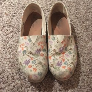 Shoes - Toms shoes with flowers!